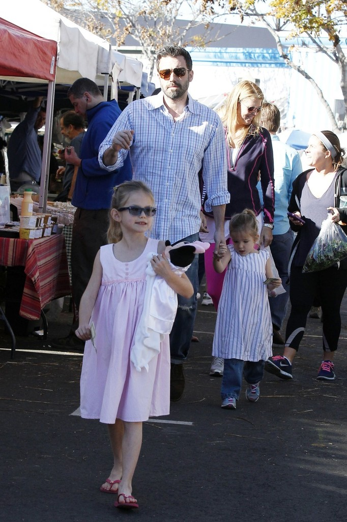Ben Affleck in Ben Affleck and Daughters at the Farmers ...