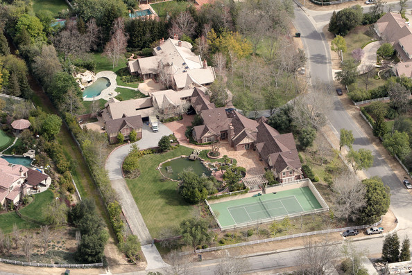 Britney Spears Britney Spears has moved into this $18 million luxury estate in Hidden Hills. The nearly 20,000 square foot home has 10 bedrooms and 13 bathrooms complete with two staff apartments and private guest quarters. Features include a 7 bedroom main house, a gorgeous ballroom with full bar, an arcade, tennis court, wine cellar, a perfect entertainers paradise.