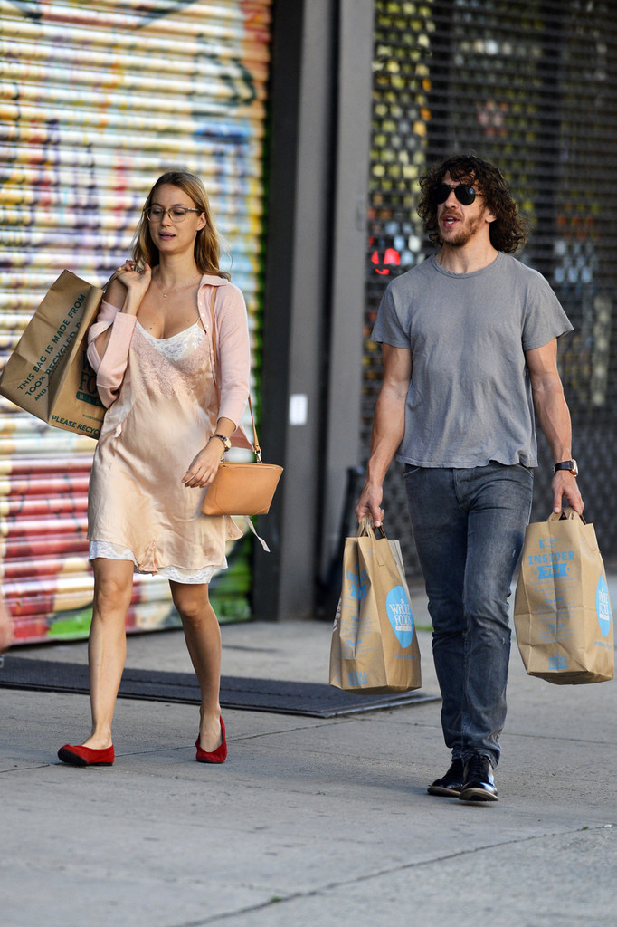 Carles Puyol and Vanessa Lorenzo Photos Photos - Carles ...