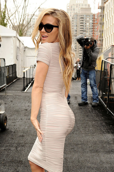 5 Sexy New Photos of Carmen Electra 'Flashing' Her Dress at New York Fashion Week