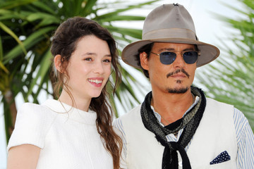 """Johnny Depp Astrid Berges Frisbey """"Pirates Of The Caribbean: On Stranger Tides"""" Photocall in Cannes"""