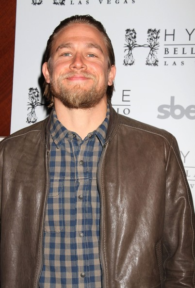 Charlie Hunnam Celebrates Season 5 of 'Sons of Anarchy' in ...