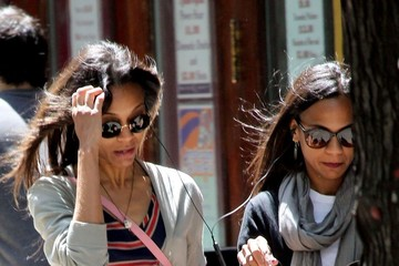 Cisely Saldana Zoe Saldana and Her Sister Have Lunch in NYC