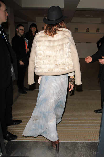 http://www4.pictures.zimbio.com/pc/City+star+Olivia+Palermo+poses+up+outside+yrPa8ibOchKl.jpg