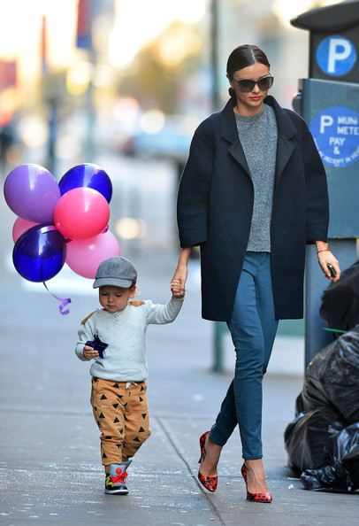http://www4.pictures.zimbio.com/pc/Cute+mother+son+couple+Miranda+Kerr+Flynn+QWYoM184fG1l.jpg