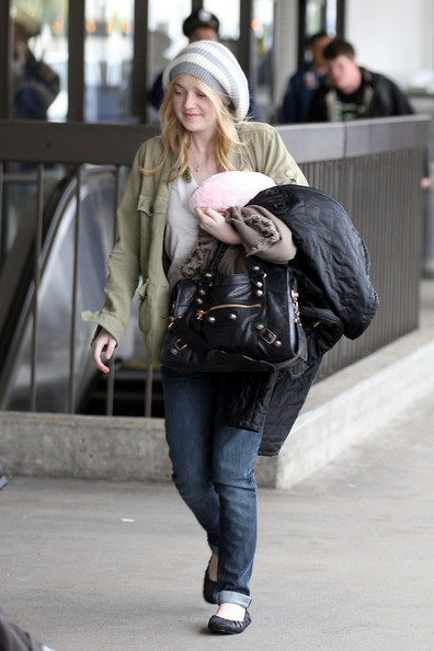 "Dakota Fanning Dakota Fanning leaves the holidays behind and starts off the new year focusing on work as she arrives at LAX to catch a departing flight out of Los Angeles. Fanning is reportedly leaving Los Angeles to film the final installment of ""The Twilight Saga"". Dakota was planning to be comfortable on her flight as she carried a puffy jacket, blanket and pink pillow."
