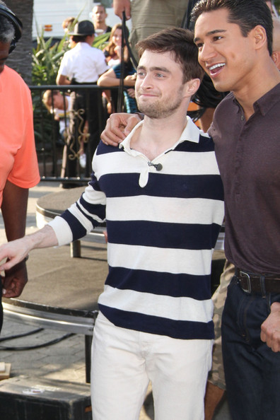 Daniel Radcliffe - Daniel Radcliffe on the 'Extra' Set