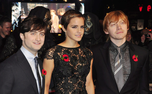 http://www4.pictures.zimbio.com/pc/Daniel+Radcliffe+World+Premiere+Harry+Potter+ryRvD0iqomkl.jpg