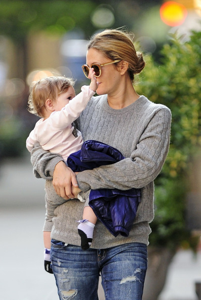 Drew Barrymore Carries Baby Olive in NYC - Zimbio