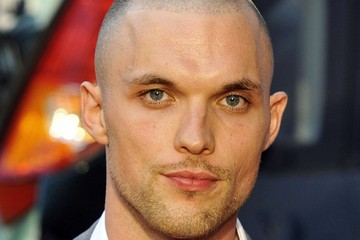 The 34-year old son of father (?) and mother(?), 185 cm tall Ed Skrein in 2017 photo