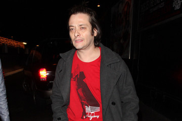 Edward Furlong Troubled star Edward Furlong flips the bird to waiting photographers as he leaves The Rainbow Room in West Hollywood with a female companion