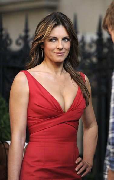 hurley girls 18092011  hot elizabeth hurley by girls pictures | top models | hot actress | hot girl | hot pictures.