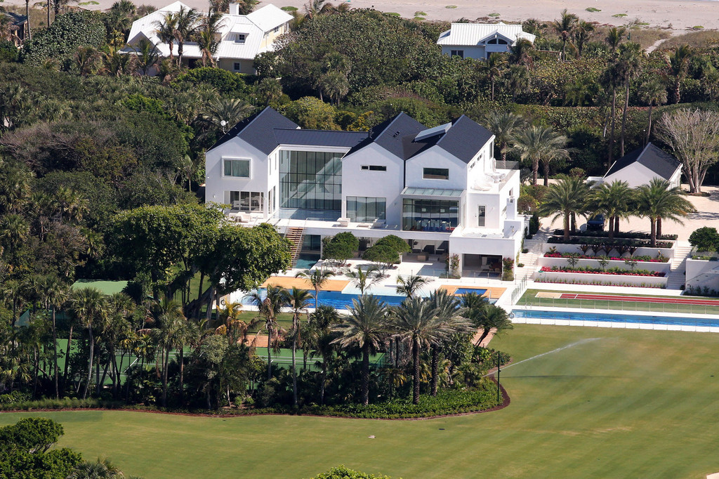 Tiger woods in file photo just a drive away tiger woods Images of tiger woods house