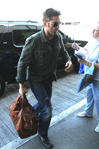 Gerard Butler - Gerard Butler Arrives at LAX
