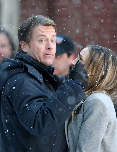 "Greg Kinnear and Sarah Jessica Parker share a passionate kiss while filming a snowy scene for their upcoming movie ""I Don't KNow How She Does It""."