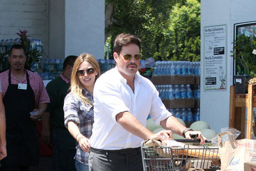 Hilary Duff Mike Comrie Hilary Duff and Her Family Pick Up Groceries