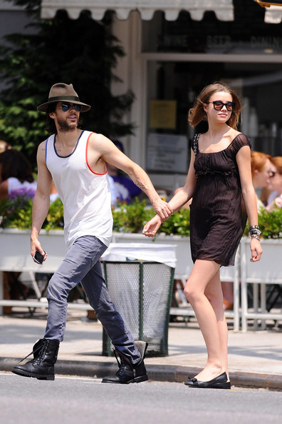 Jared Leto - Jared Leto and Girlfriend Stroll Around NYC