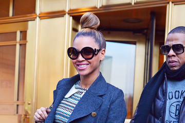 Jay-Z Beyonce Knowles Beyonce Knowles and Jay-Z Attempt Christmas Shopping in New York City