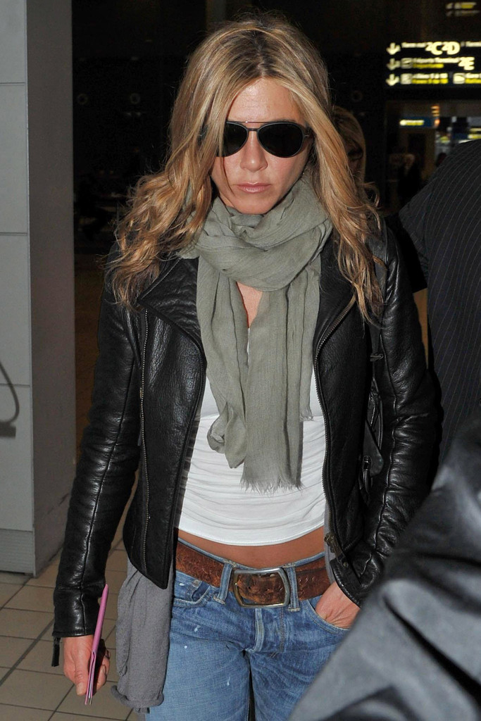 Jennifer aniston at charles de gaulle airport zimbio Jennifer aniston fashion style pictures