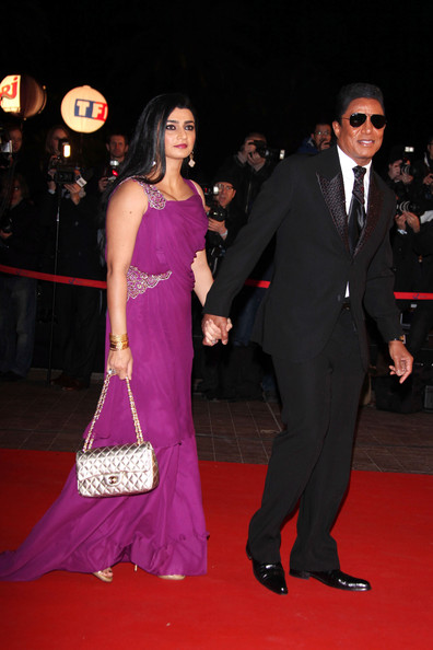 http://www4.pictures.zimbio.com/pc/Jermaine+Jackson+Shakira+arriving+red+carpet+vWgkAq7R6gEl.jpg