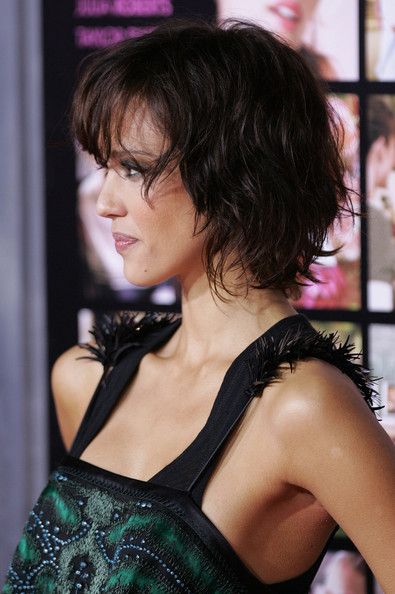 Jessica Alba 2010 Bob Haircuts with Wavy Layers