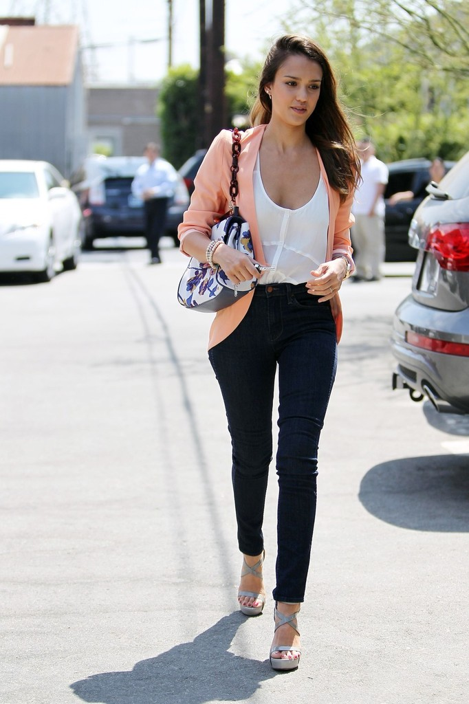 Jessica Alba Photos Photos Jessica Alba Out And About In