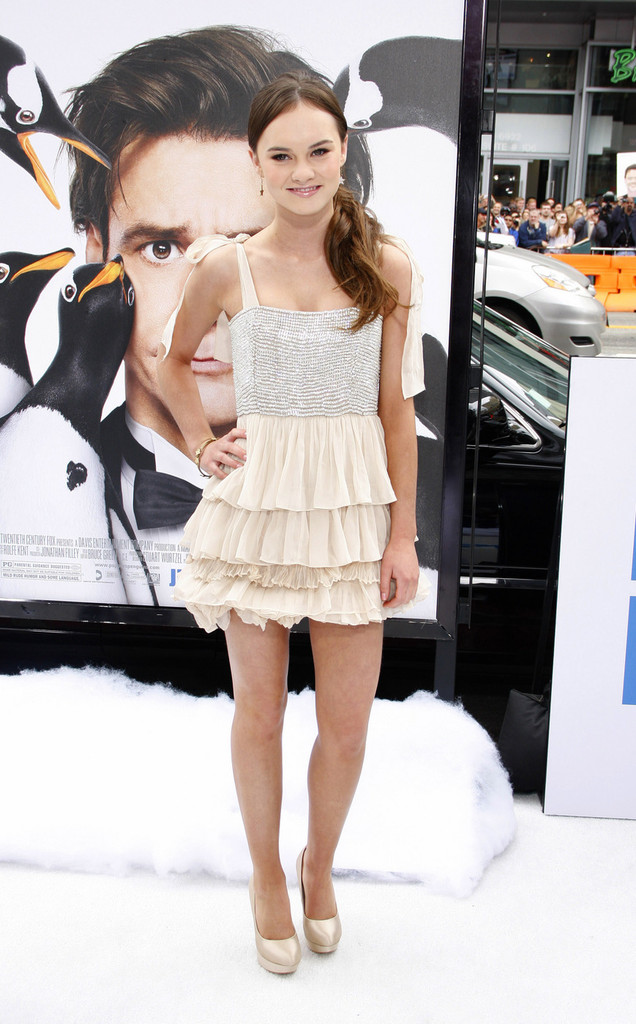 madeline carroll mr poppers penguins - photo #14