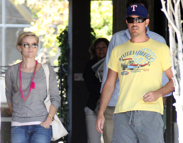 Reese Witherspoon and Jim Toth at the Brentwood Country Mart  []