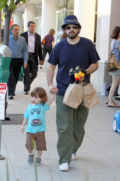 Jordan Bratman spotted with his son Max after having dinner together
