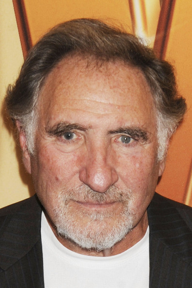 The 82-year old son of father Joseph Sidney Hirsch and mother Sally Hirsch, 183 cm tall Judd Hirsch in 2017 photo