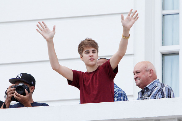Justin Bieber Justin Bieber appeared on a  balcony at the Hotel Copacabana Palace and sang to his fans before heading out to his show in Brazil.  Bieber held up a Brazilian flag and blew kisses to all his fans standing outside of his hotel.