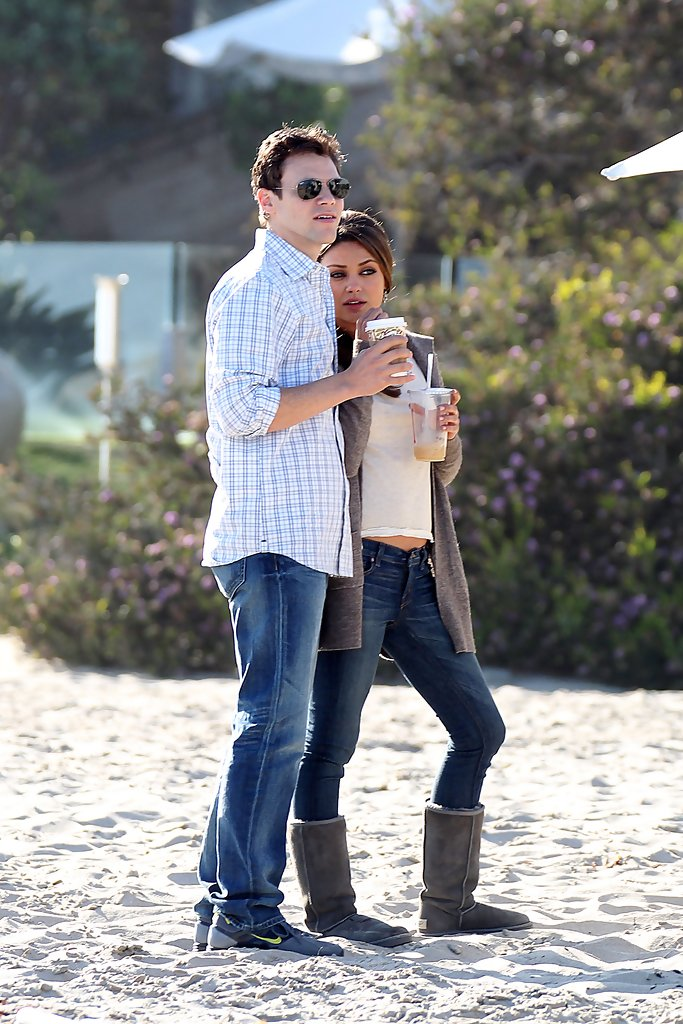 mila kunis photos justin timberlake and mila kunis film on the beach 5067 of 5841 zimbio. Black Bedroom Furniture Sets. Home Design Ideas