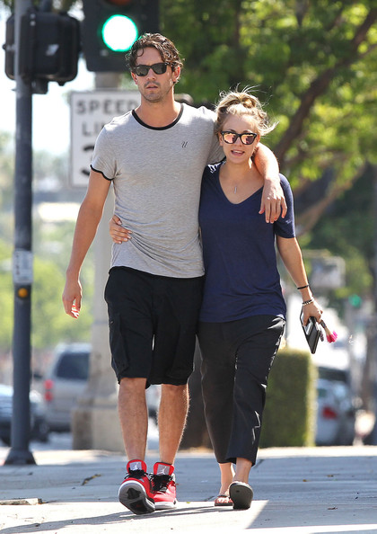 Kaley Cuoco - Kaley Cuoco and Ryan Sweeting Have Breakfast