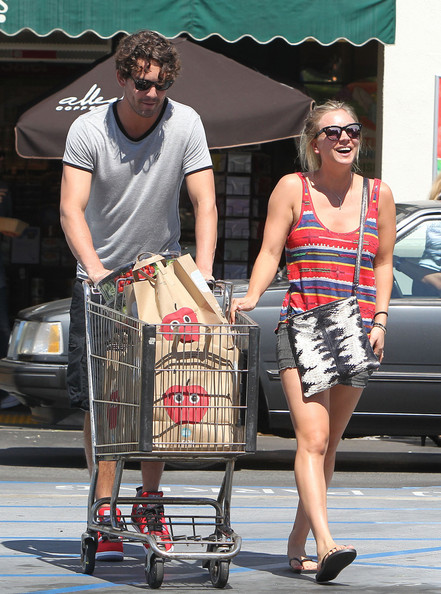 Kaley Cuoco - Kaley Cuoco and Ryan Sweeting Stop at Whole Foods