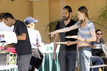 Kate Bosworth and Michael Polish Kate Bosworth, showing off her toned stomach in a short shirt, gets a special visit from fiance Michael Polish on the set of her upcoming film 'Homefront'
