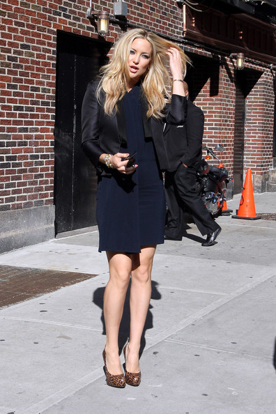 "Kate Hudson is in good spirits as she arrives at the ""Late Show with David Letterman"" studios in NYC."