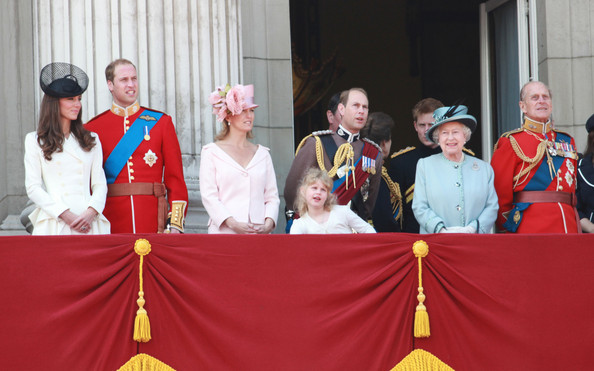 Kate middleton and sophie rhys jones photos photos kate for Queen elizabeth balcony