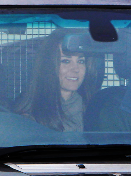 http://www4.pictures.zimbio.com/pc/Kate+Middleton+family+arriving+home+Christmas+gQFGhMQB18Jl.jpg