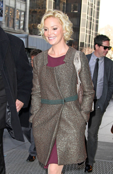 http://www4.pictures.zimbio.com/pc/Katherine+Heigl+Katherine+Heigl+Visits+Today+ICt-y0qY_psl.jpg