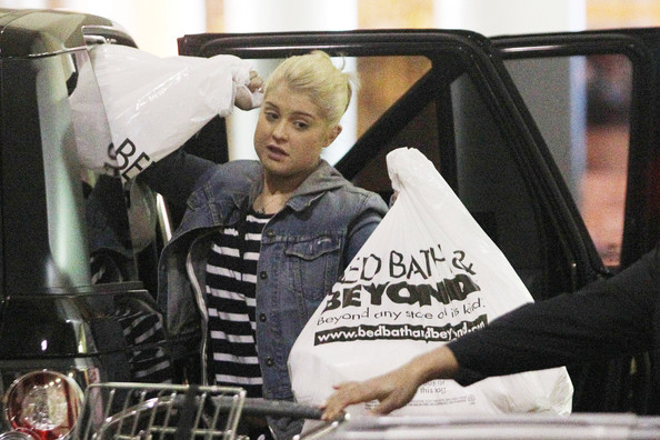 Kelly Osbourne At Bed Bath And Beyond