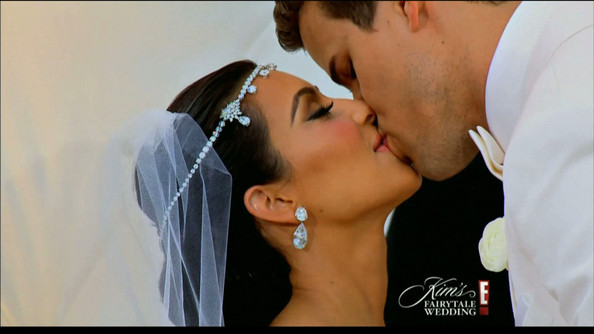Kim Kardashian 'Kim's Fairytale Wedding' Part 2. Reality star Kim Kardashian and NBA star Kris Humphries get married in a two-part made for TV event. In tonight's 'Part 2' episode Kris and Kim officially tie th eknot in an over-the-top wedding for the ages.