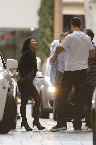Kim Kardashian Kim Kardashian picks up her new boyfriend New Jersey Nets NBA player Kris Humphries in her 2010 white-on-white Bentley. The reality star, wearing black stiletto thigh high boots, then headed to the Four Seasons Hotel with Humphries. Humphries stands at 6-feet 9-inches compared to Kim's 5-foot 3-inch frame.