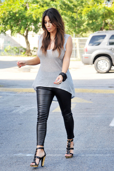 Kim Kardashian Photos Photos Kim And Khloe Grab Coffee Zimbio