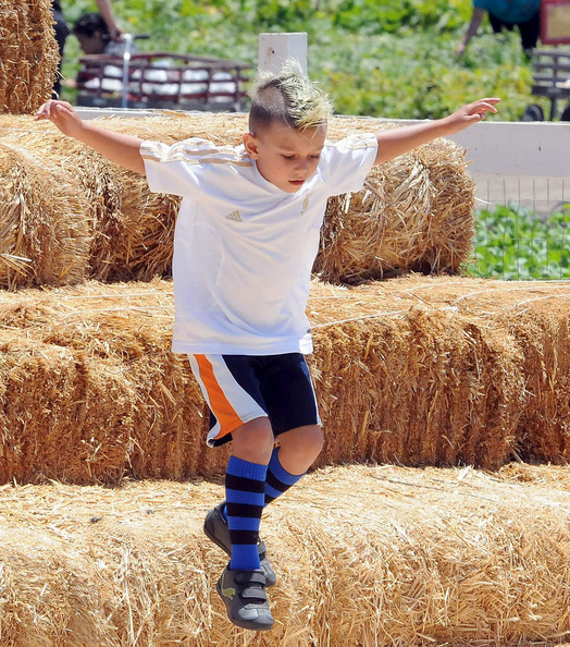 Kingston Rossdale Gwen Stefani's son Kingston Rossdale jumps off some hay during a family day out at Underwood Farms. Stefani took her kids Kingston and Zuma out for a fun filled day of walking the farms, eating produce, and Zuma getting a horse ride.