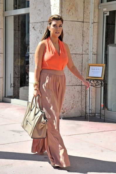 Kourtney Kardashian Kourtney Kardashian goes pretty in pink and orange ...