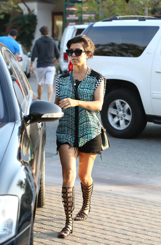 Kourtney kardashian and family do lunch 25 of 39 zimbio for What does kourtney kardashian do