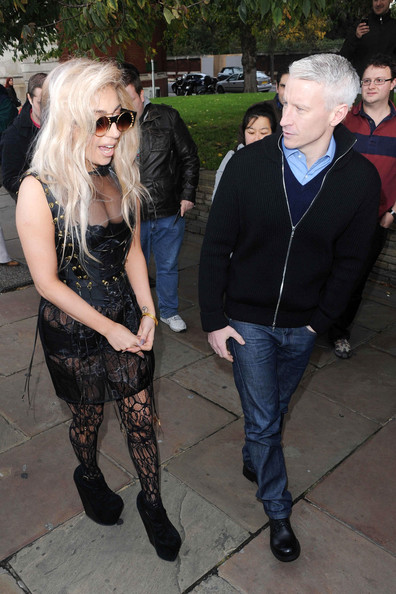 Lady Gaga Lady Gaga left her hotel via and made her way over the London's River Thames to do an interview with American TV host Anderson Cooper.