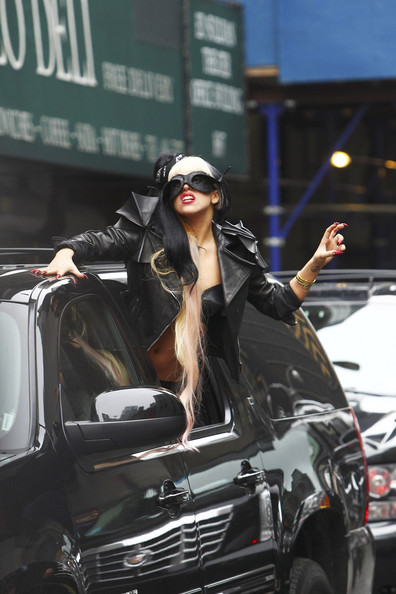 Lady+Gaga+fans+treated+singer+throwing+f