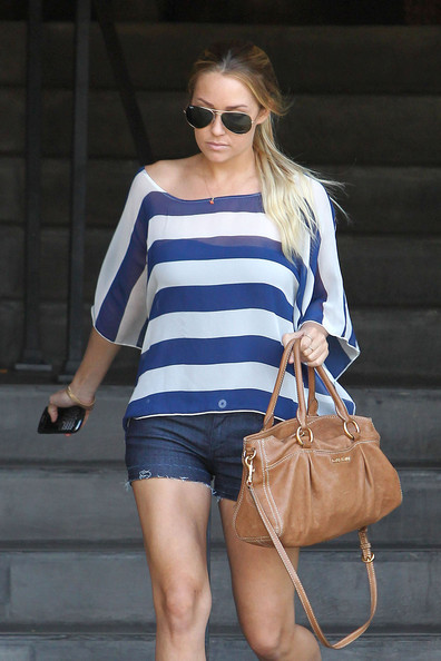 31cb721b89 Lauren Conrad Photos Photos - Lauren Conrad Leaves Kate Somerville ...