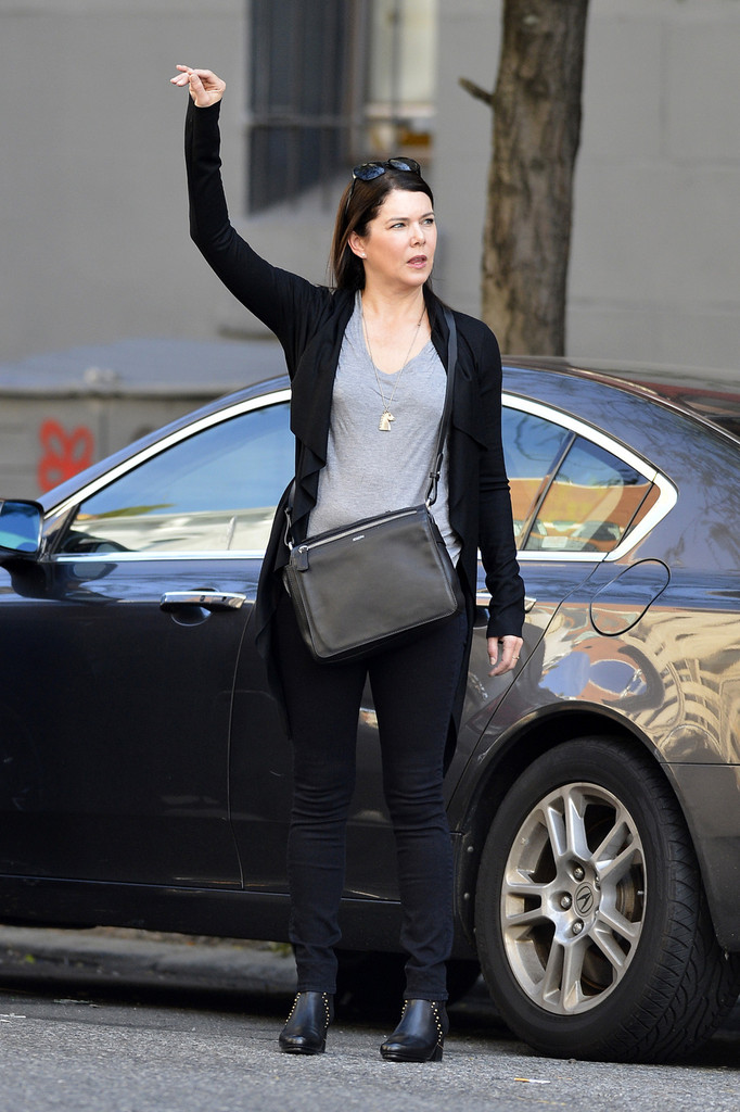 Lauren Graham Photos Lauren Graham Hangs Out In Nyc